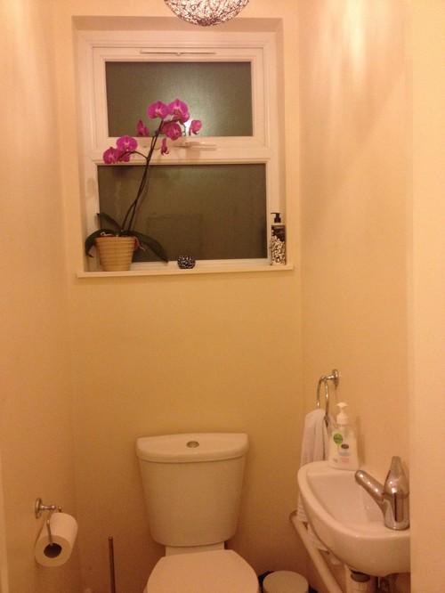 Colour for tiny but bright bathroom for Small bright bathroom ideas