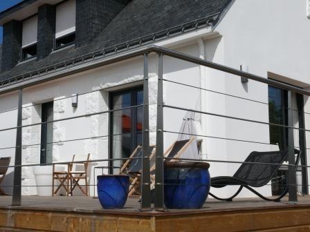 garde corps inox remplissage cble terrasse en bois extrieur avec rampe modern terrace