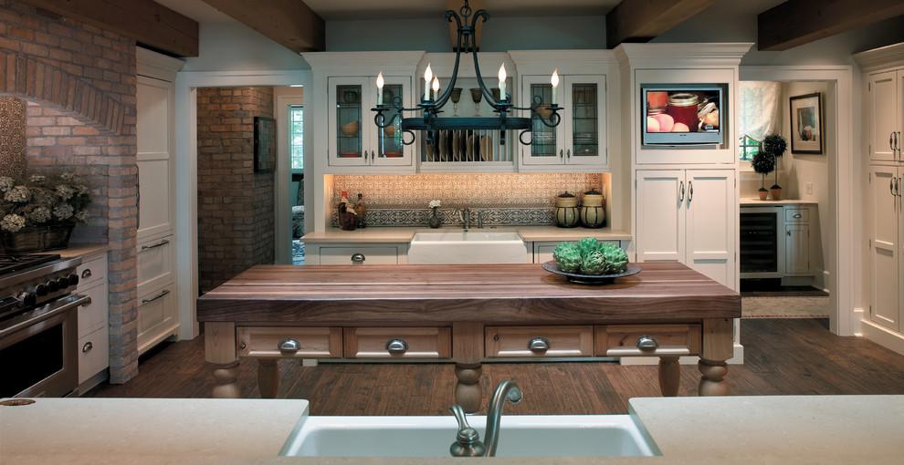 Elegant home design photo in Minneapolis