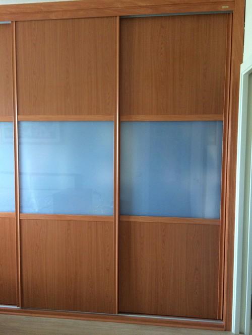Papel pintado armario empotrado rincn de saln con papeles for Papel pintado para armarios