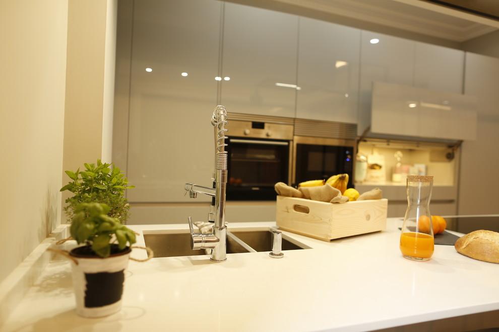 Home design - modern home design idea in Madrid