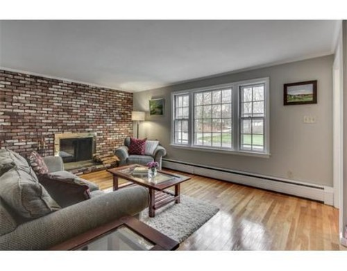 What paint color for a living room with brick wall
