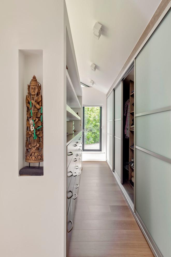 Home design - contemporary home design idea in Sussex