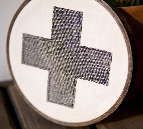 Classic Red Cross Wall Hanging in Hoop, Gray by Miniature Rhino