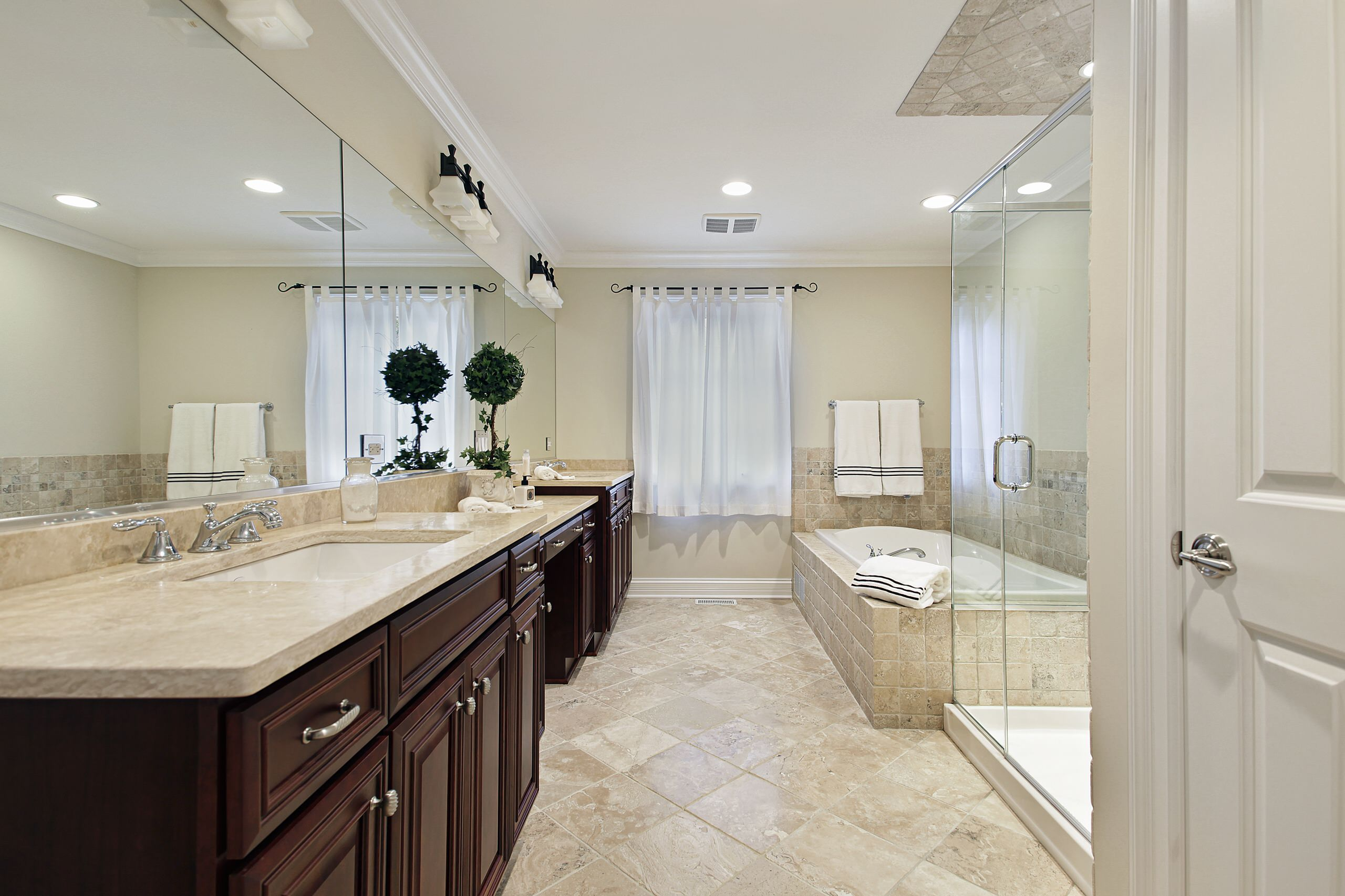 Large Master Bathroom with decked tub