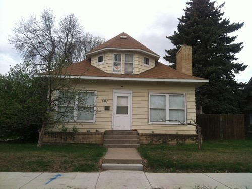 I\'m buying this boring little house! I need ideas to redo the exterior