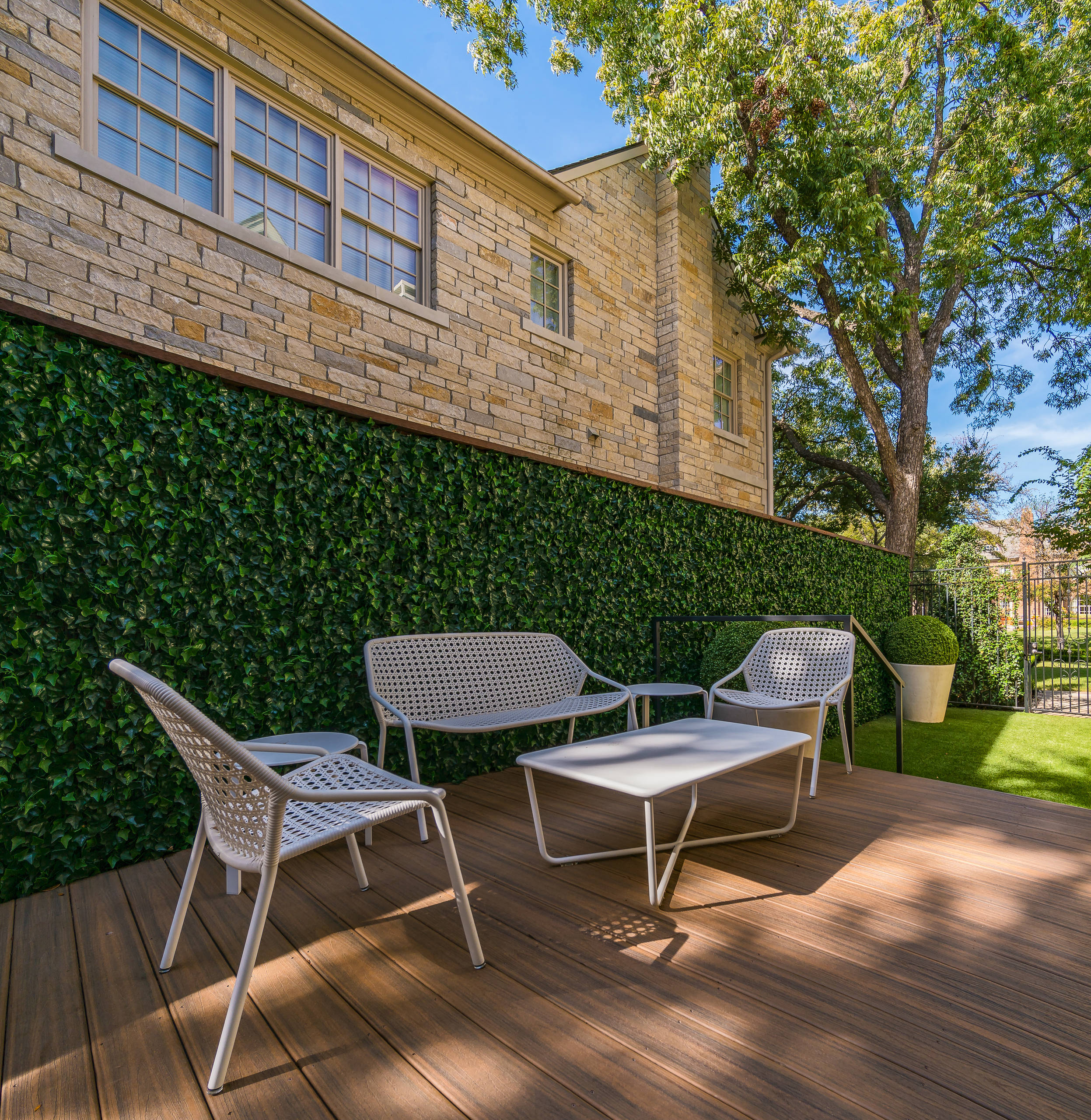 IVY with synthetic boxwood & Conservation Grass