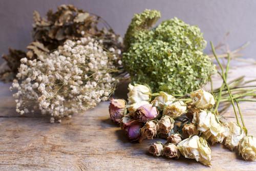 FAI da te: composizione con fiori essiccati