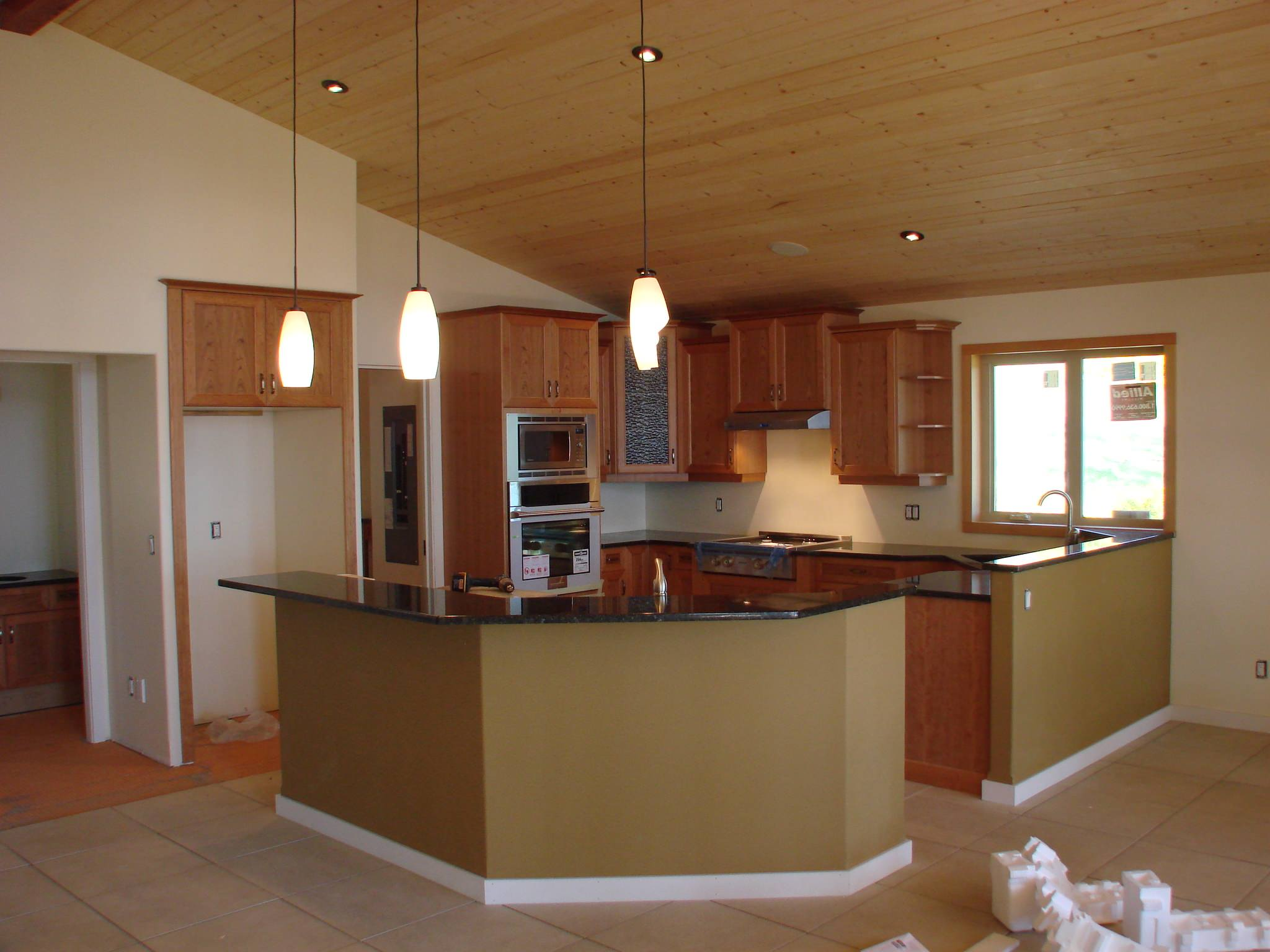 Clear Stained Shaker Style Kitchen With Dovetail Drawers
