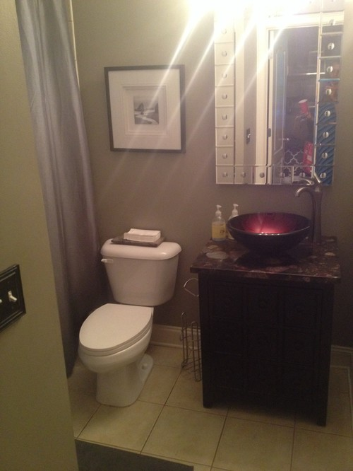 I need help i 39 m trying to modernize my small bathroom Small bathroom design help