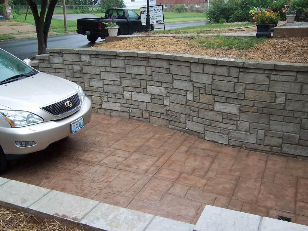 Richmond Heights, Missouri limestone masonry driveway wall and stamped concrete