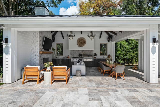 Example of a coastal home design design in Orlando