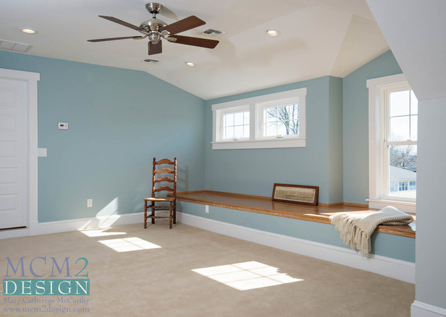 Example of a coastal home design design in New York