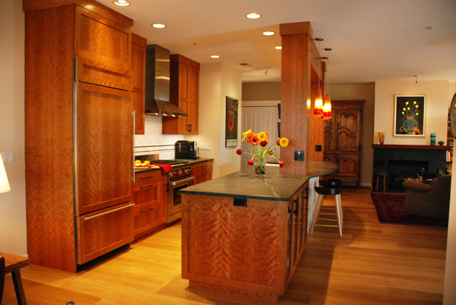 Example of a mid-sized transitional home design design in Seattle
