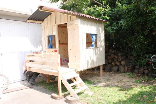 une cabane pour no l. Black Bedroom Furniture Sets. Home Design Ideas
