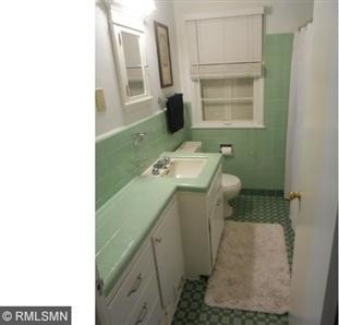 Color Help needed with 1950s Mint Green Bathroom