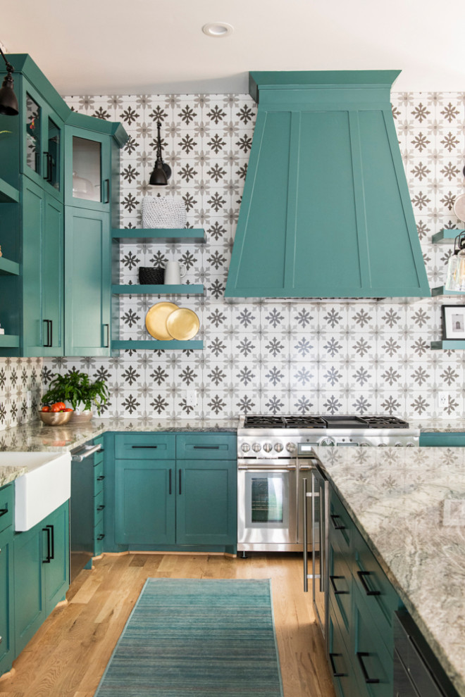 Transitional home design photo in Houston