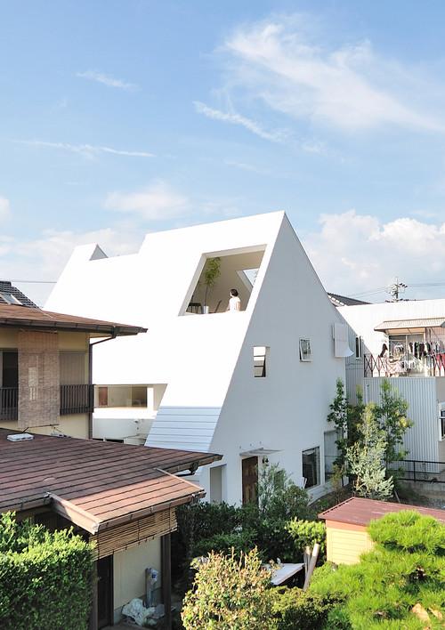 fachada moderna de una casa japonesa en okazaki en diariodesign
