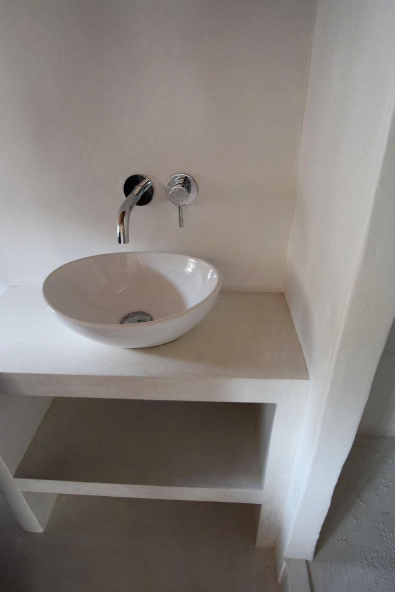 """Enduit décoratif lissé """"Blanc"""" sur les structures, le sol et murs int. douche"""