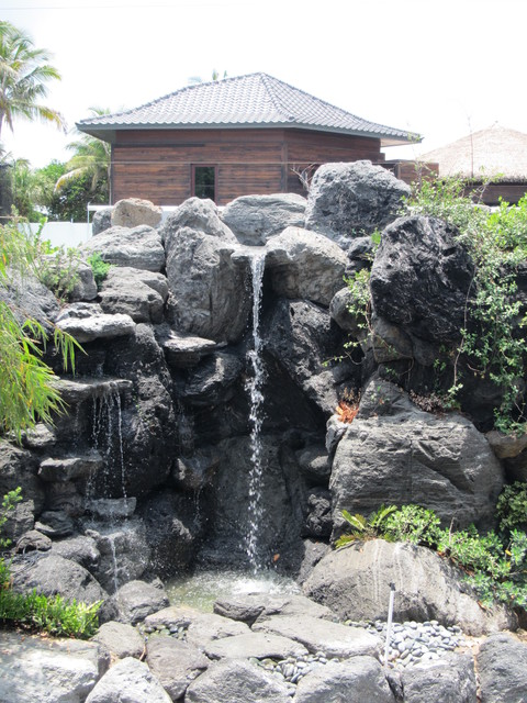 Waterfalls And Ponds Of Volcanic Rock In Manalapan, Florida Contemporary