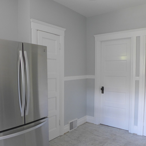 What are the trim paint and wall paint colors : craftsman kitchen from www.houzz.com size 500 x 500 jpeg 32kB