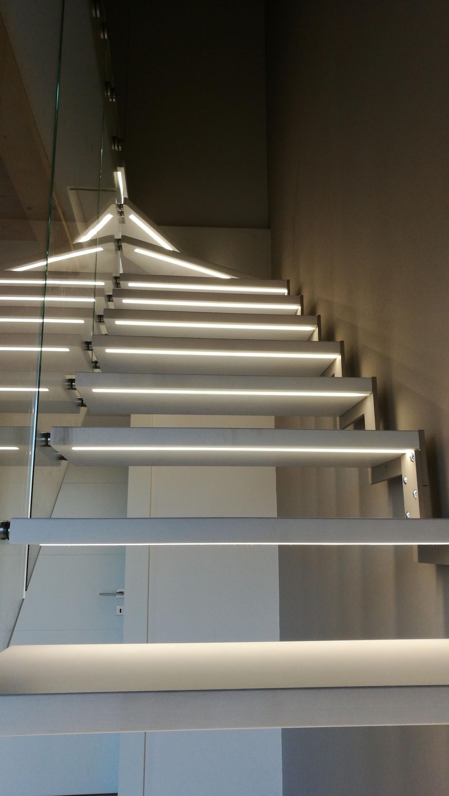 17.144 Scala d'arredo con illuminazione LED