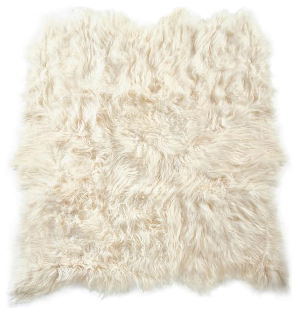 Arctic Icelandic Sheepskin Rug, 6&x27;x6&x27;, White.