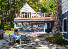 Yard of the Week: Lakefront Retreat for Relaxing and Entertaining