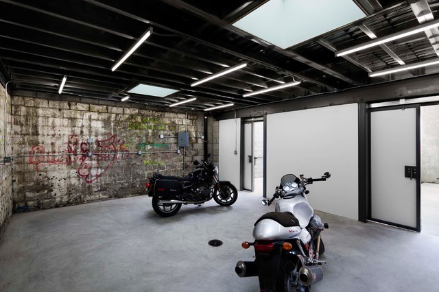 Bushwick motorcycle garage new york by dameron for Passarelli custom homes