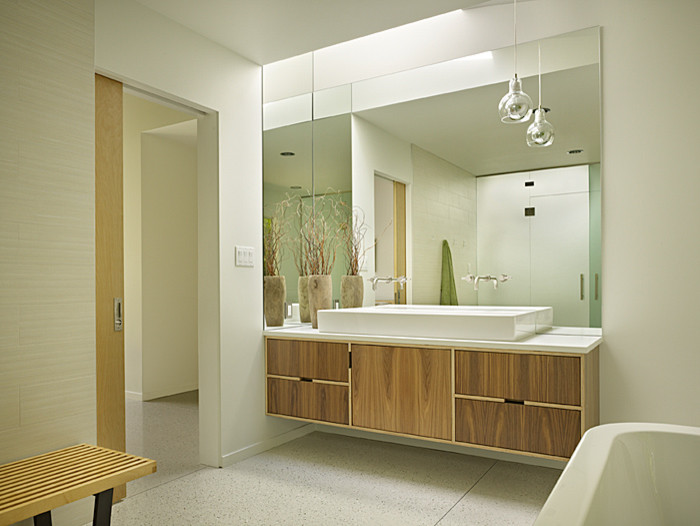 Bathroom - 1950s bathroom idea in Seattle