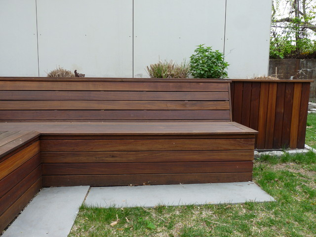Attrayant Integrated Seating, Storage, And Planter To Side Of Deck Contemporary