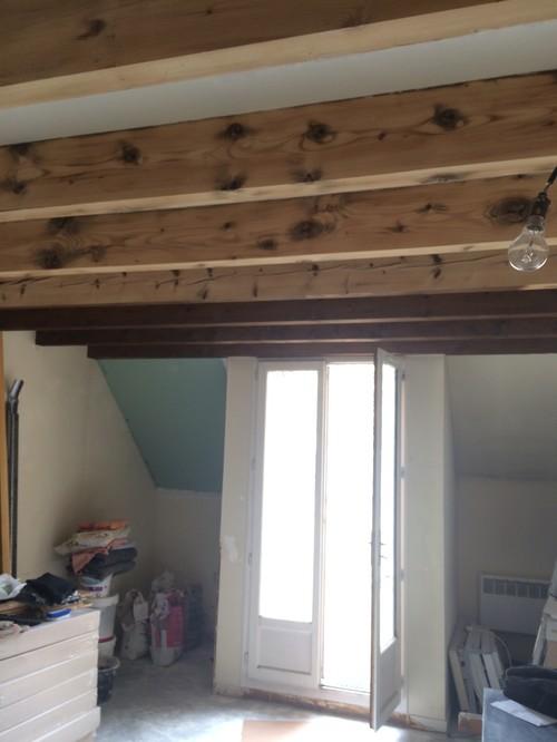 Quels luminaires pour salon cuisine avec poutres for Peindre un plafond avec des poutres