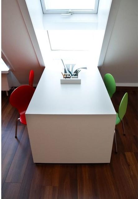 kinderschreibtisch wartezimmer contemporary stuttgart by foto schuster. Black Bedroom Furniture Sets. Home Design Ideas