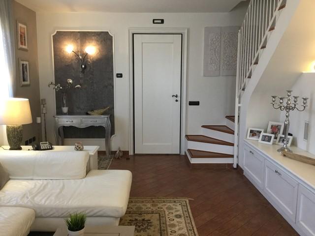 Casa elegante Shabbiy Chic - Shabby-Chic Style - Ingresso - Bologna ...