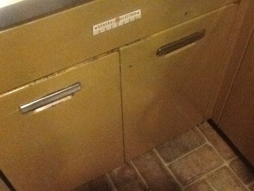 How to refinish or strip 1954 General Electric metal kitchen cabinets?