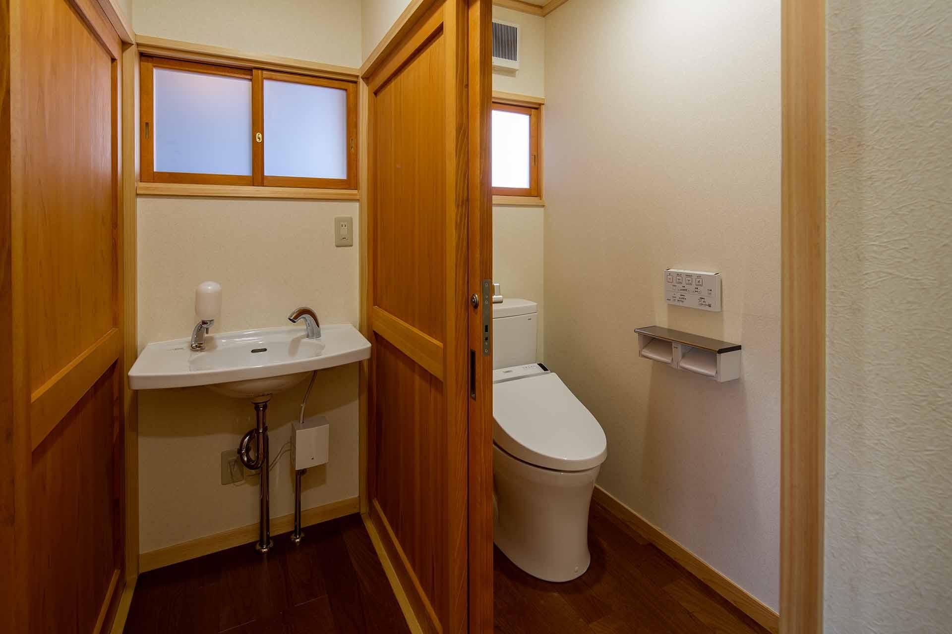 付属棟トイレ