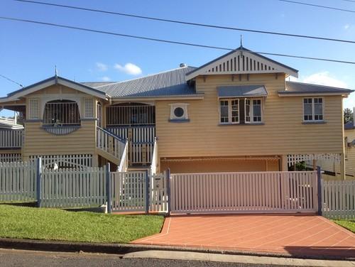 Queenslander exterior colours help for Queenslander exterior colour schemes