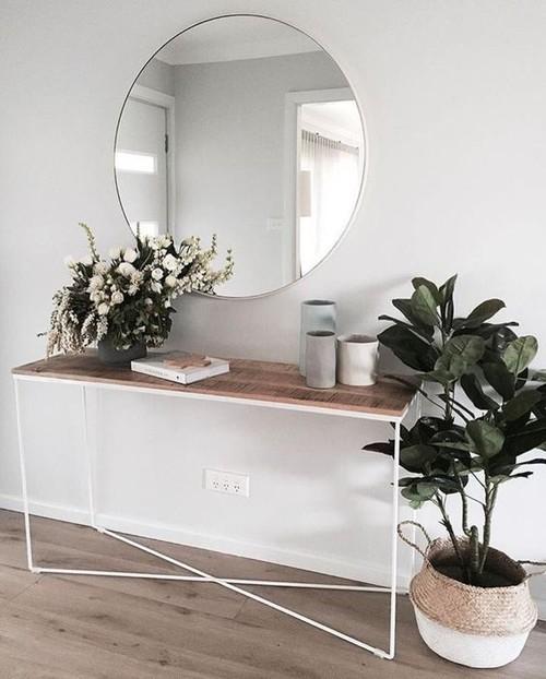 añade plantas en tu recibidor aunque sea pequeño