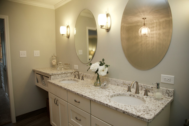 Example of a transitional home design design in Indianapolis