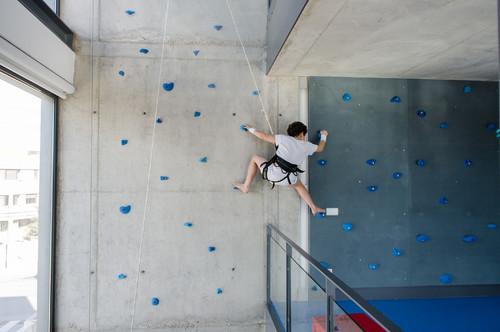 Parete Scalata Bambini : Come progettare una parete da arrampicata dentro casa dilei