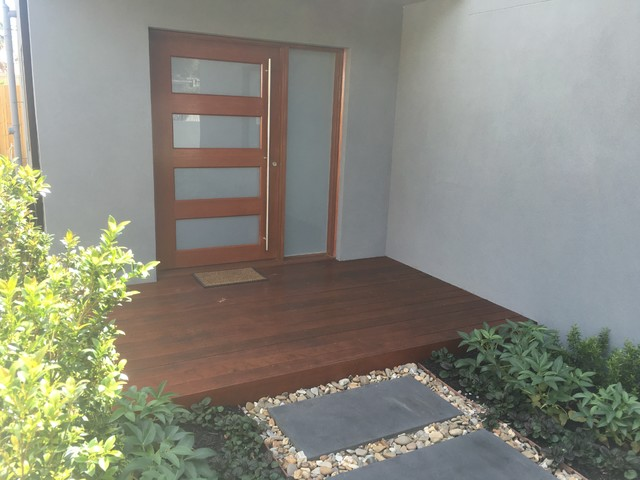 Merbau deck front door parkdale for Front entry decks