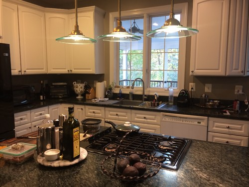 dishwasher color with white cabinets & black appliances & ss sink?