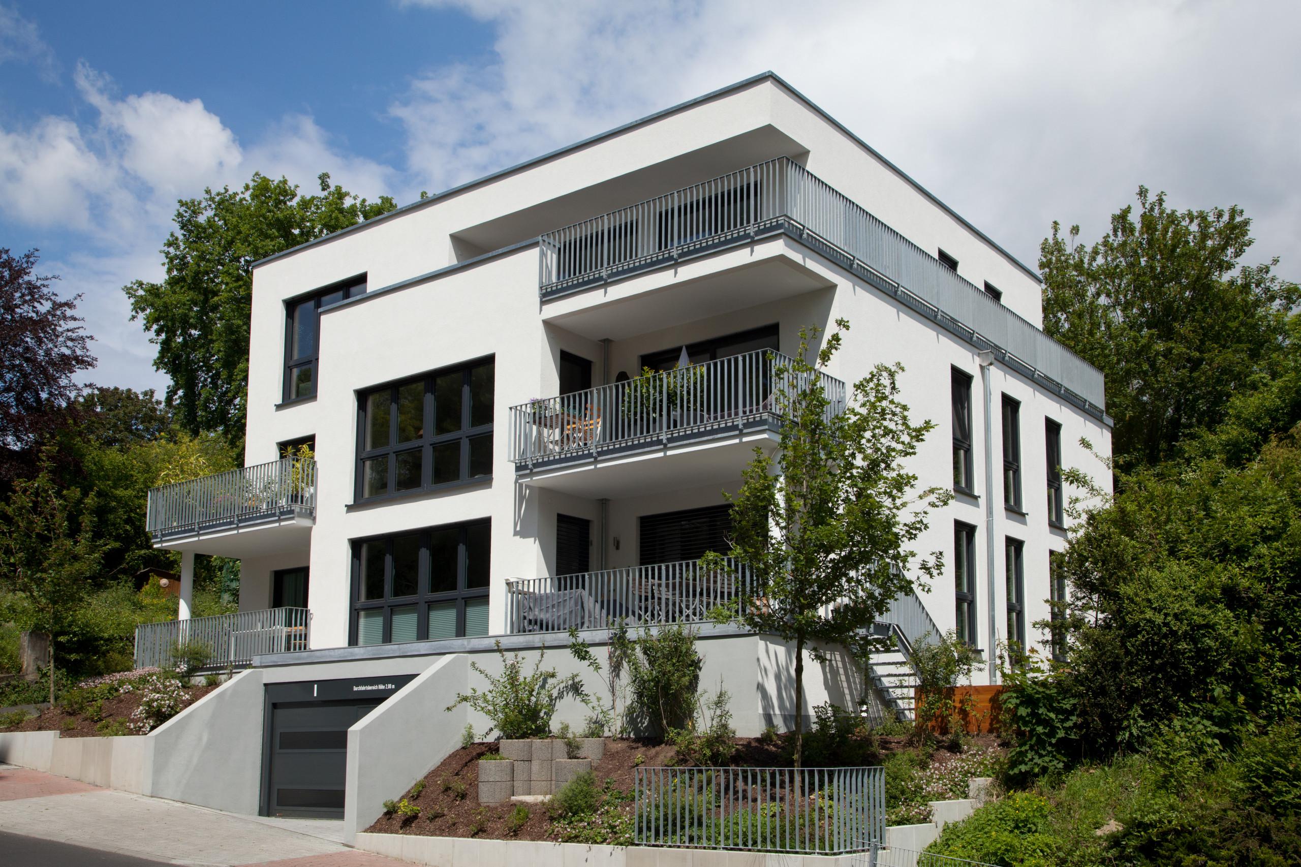 Fenster, Türen & Tore für ein modernes Mehrfamilienhaus