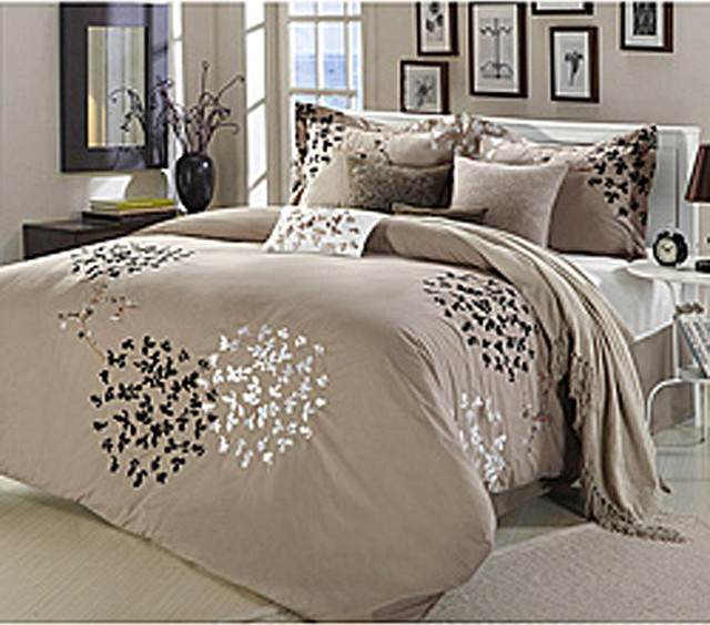 cheila taupe 8 piece comforter set contemporain couvre lit et parure couvre lit par. Black Bedroom Furniture Sets. Home Design Ideas