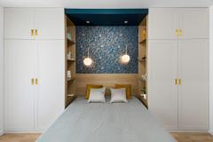 Фотоохота: Кровать зажата между шкафами — и красиво