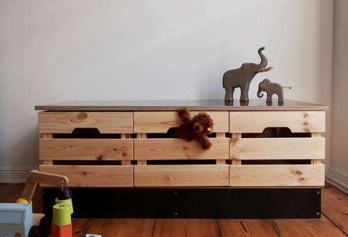 Sitzbank mit Stauraum aus Ikea-Kisten – der Hack!
