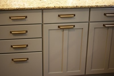 Here Is A Photo I Found Of Benjamin Moore Fieldstone, With A Counter  Similar To Mine. I Was Trying To Do Something Along These Lines.