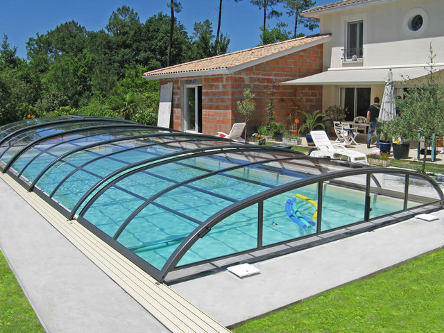 Retractable swimming pool enclosures and cover Retractable swimming pool enclosures