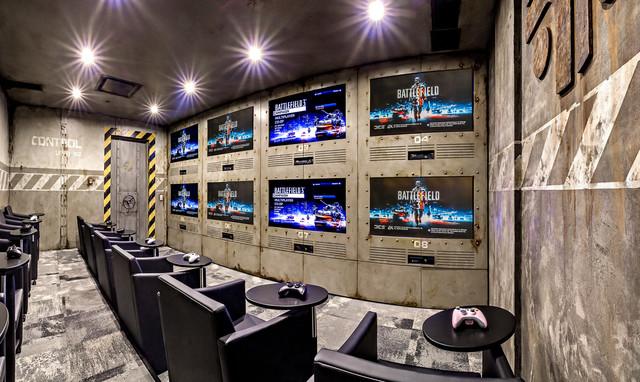 Gaming room contemporain salle de cin ma calgary for Room design 360