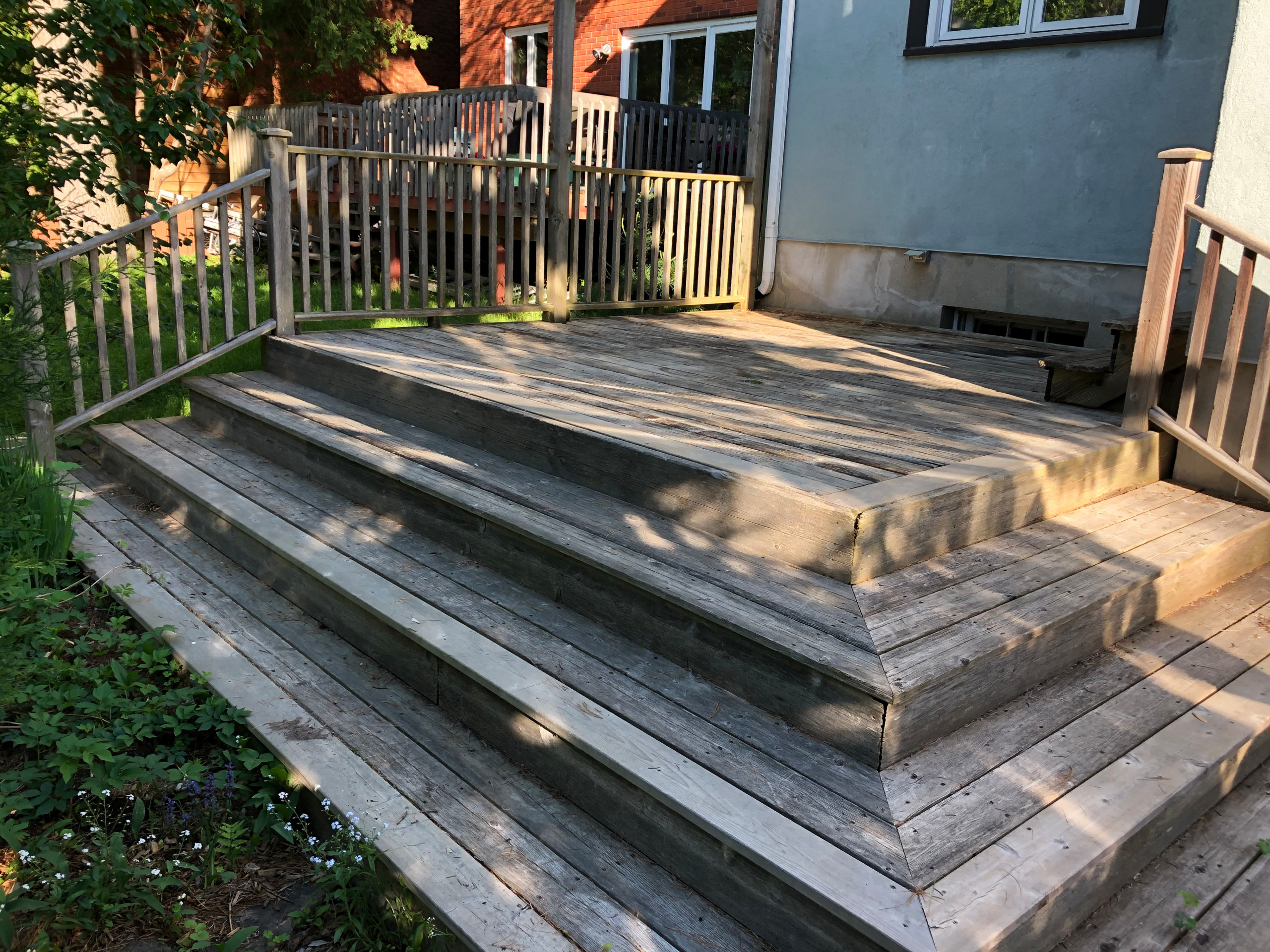 Red cedar deck with black round balusters